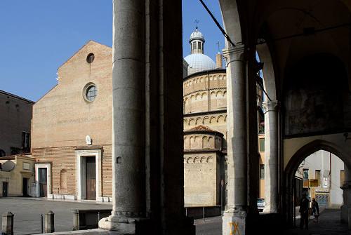 Padova  Duomo e Battistero Reggia Carrarese via