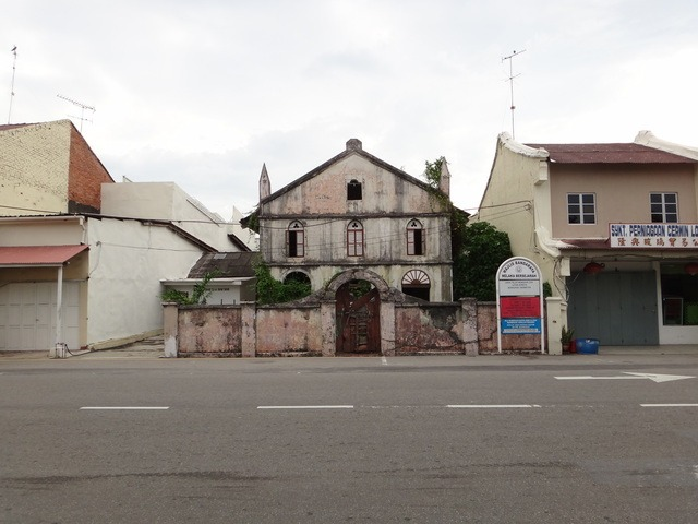 there are occasional european looking buildings scattered throughout the suburbs