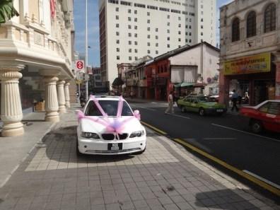 wedding-car-outside-a-temple-in-Kuala-Lumpur