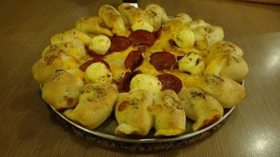 Pizza Hut's Seven Cheese Cheesey Bites Pizza Thing