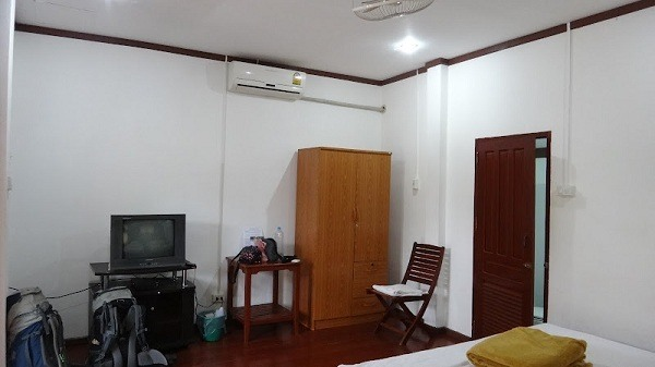 Phongsavanh Guesthouse - Inside Our Bungalow