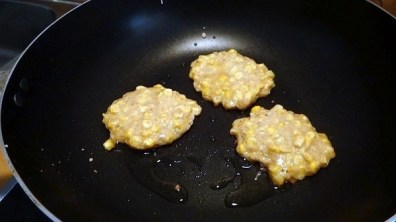 One Pan Wonders - Cooking The Corn Fritters