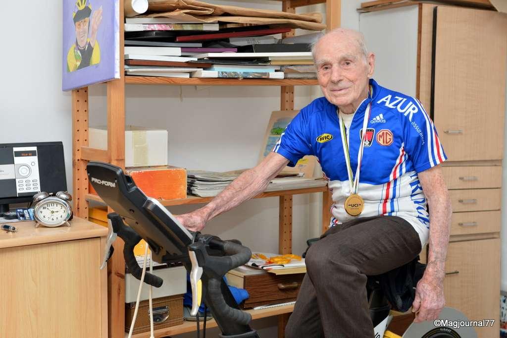Le cycliste Robert Marchand prend sa retraite sportive… à 106 ans