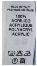 Etichetta tipo di un capo in acrilico, una fibra responsabile dell'inquinamento