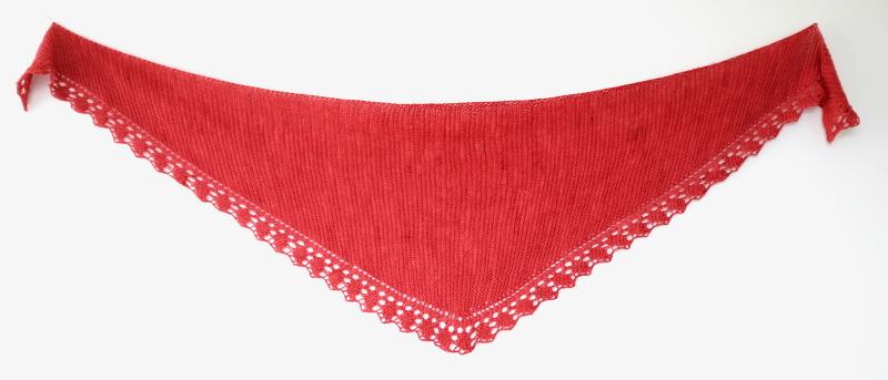 Ad infinitum, sciarpa triangolare lavorata da un'estremità all'altra di Sara Maternini