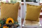 Modello di cuscino a maglia dalla raccolta Per un pugno di maglie, a sostegno di Progetto Quasi