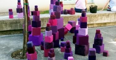 Cubi viola a maglia e all'uncinetto Parole Purple