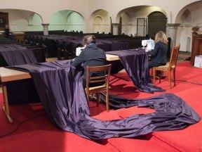 Katharina Grosse, Gebete erfinden, 2014, Aufbau der Altarverhüllung