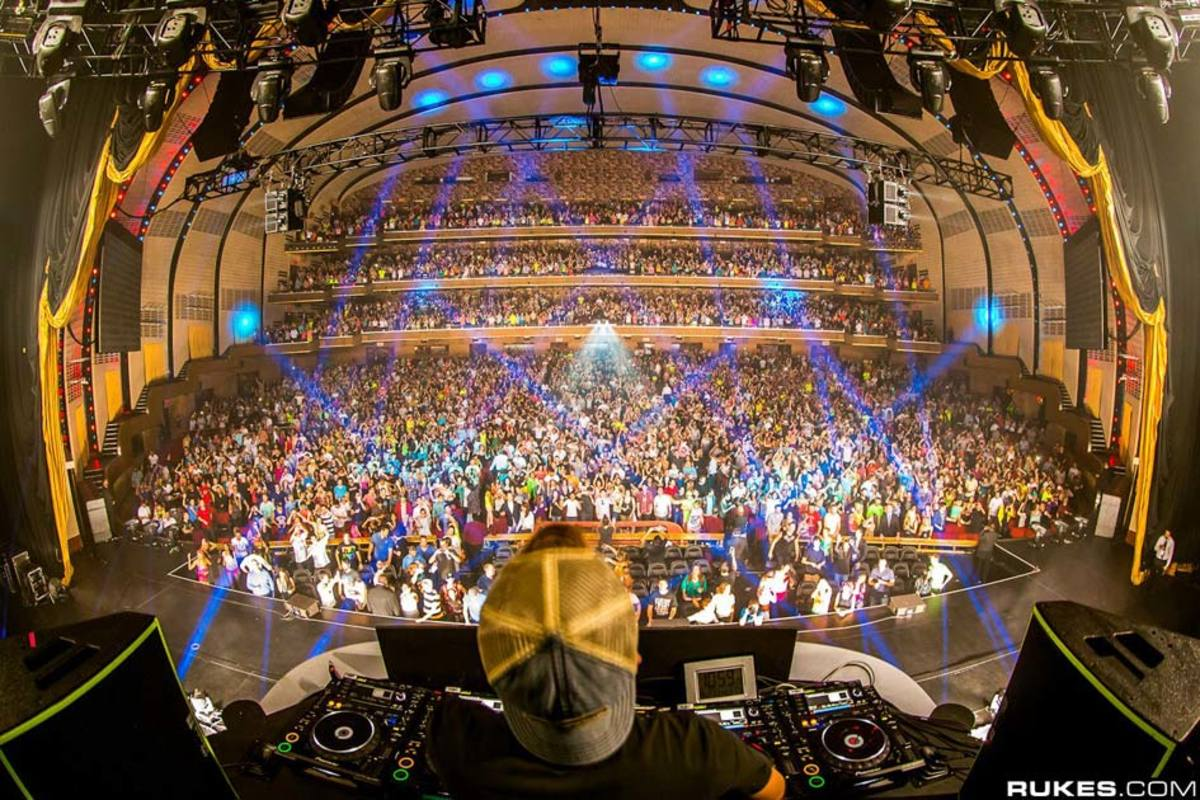 Event Recap Avicii at The Iconic New York Venue Radio City Music Hall  Magnetic Magazine