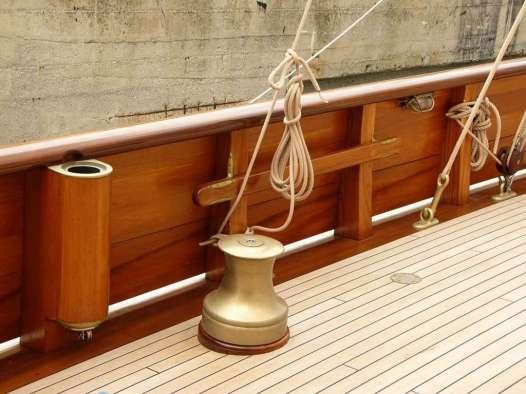 Restauro parti in legno barca a vela d'epoca
