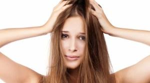 modelo_con_cabello_despeinado