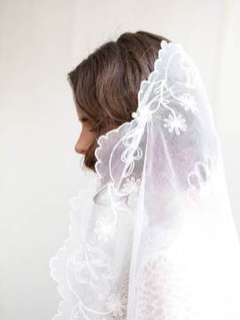 Etsy vintage veil as featured in the Unique Bride Journal