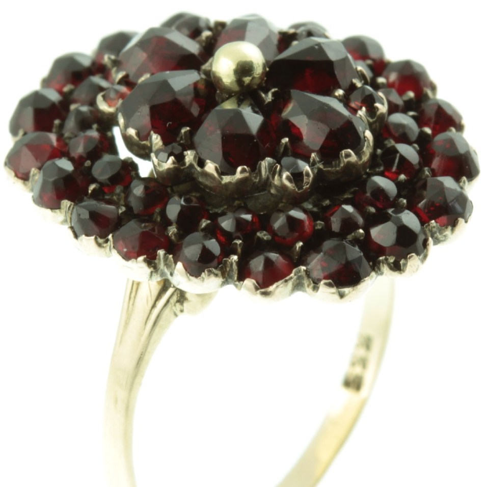 8ct-Gold-Garnet-Cluster-Ring-IMG_4496