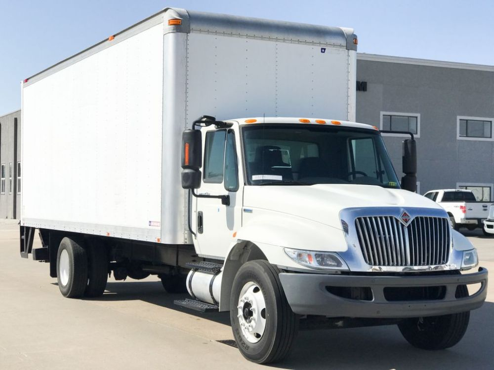 medium resolution of large image of 2009 international 24 ft box truck 4300