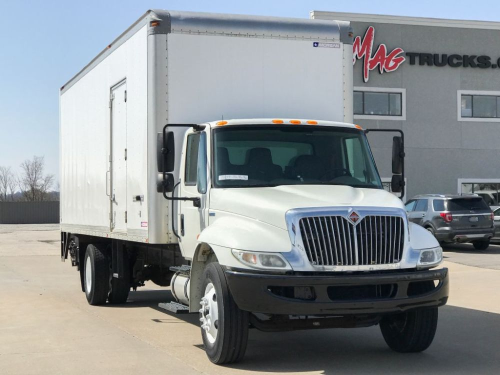 medium resolution of large image of 2011 international 26 ft box truck 4300