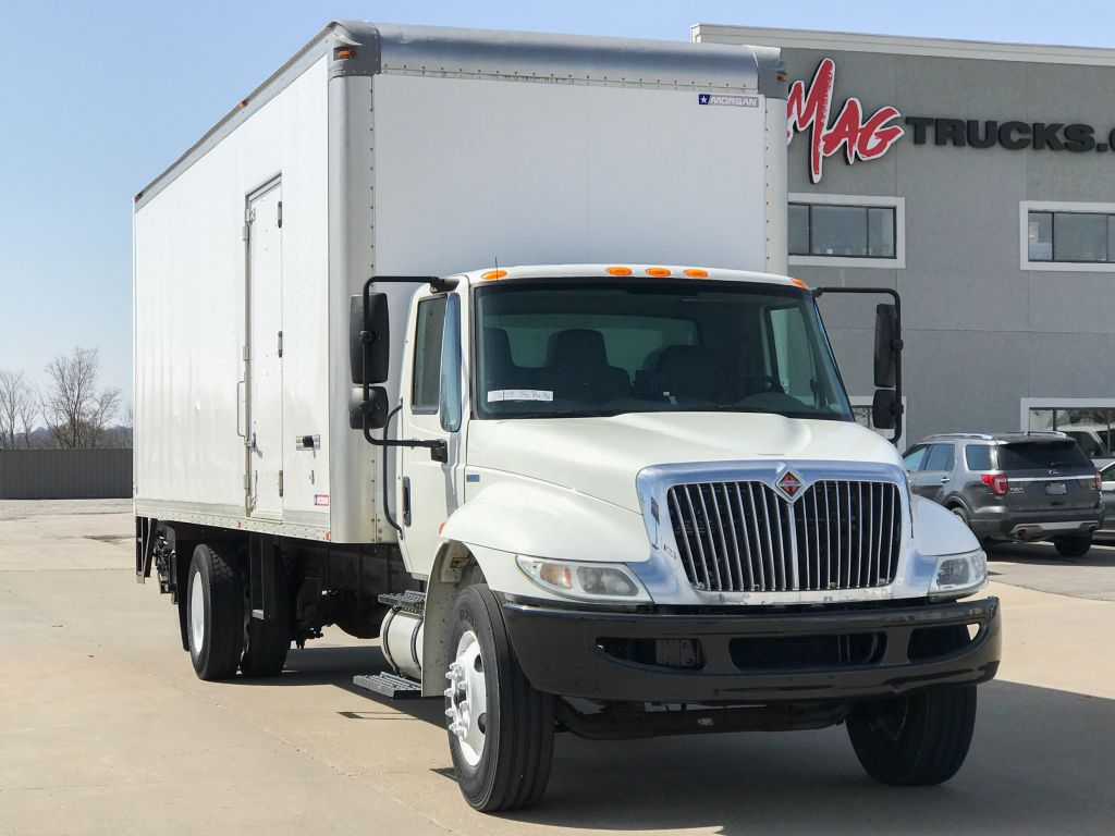 hight resolution of large image of 2011 international 26 ft box truck 4300