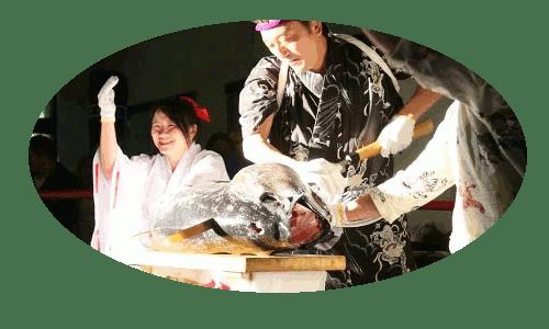 浅草鮪組のマグロ開体演舞