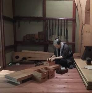 江戸刺子を長屋でやっているところだそうです。なんだかよくわかりませんが、今の心境はこんな感じかな、と。コツコツ。コツコツ。