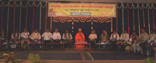 Swasti Sri Charukeerthi Bhattarakha Swamiji addressing the gathering after the felicitation programme. Also seen in the picture are the youths who were felicitated on the occasion.