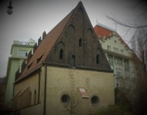 6786379-old_new_synagogue_prague