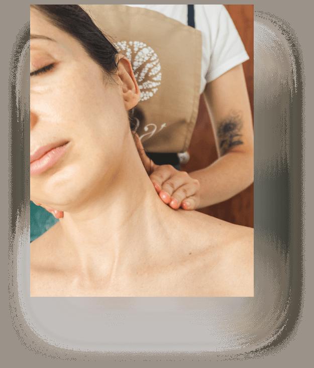 Masajes en Cabeza, cuello y espalda – Shiroabhyanga –