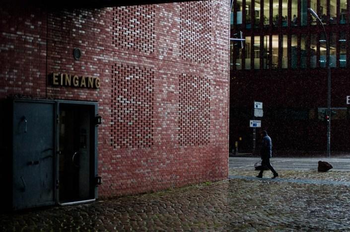 Street photography on a rainy day Speicherstadt - Hamburg