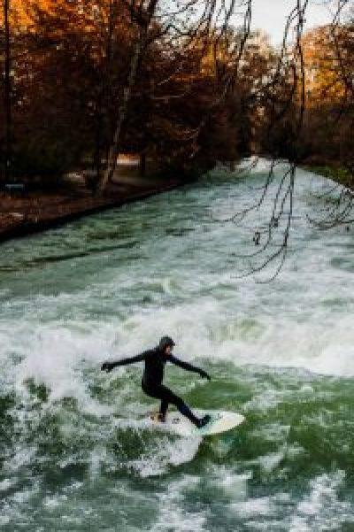 Surf in Eisbach - Münich - Munich