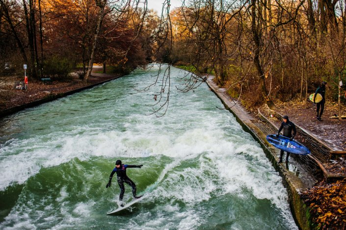 Surf à Munich | Incroyable une vague en plein centre ville 13