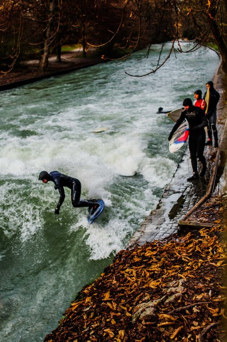 Surf à Munich | Incroyable une vague en plein centre ville 6