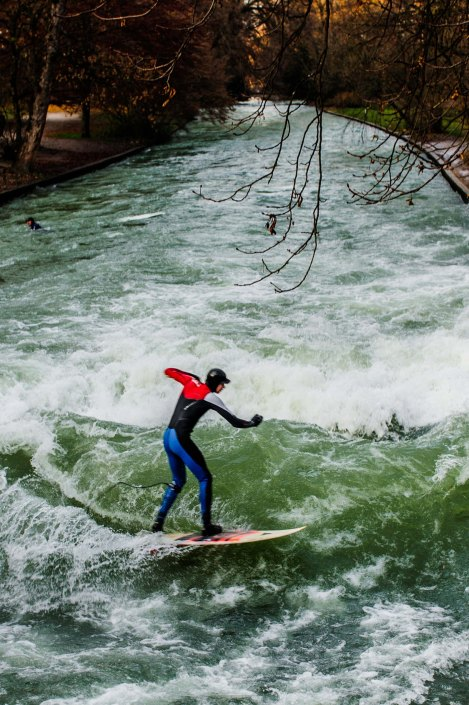 Surf à Munich | Incroyable une vague en plein centre ville 1