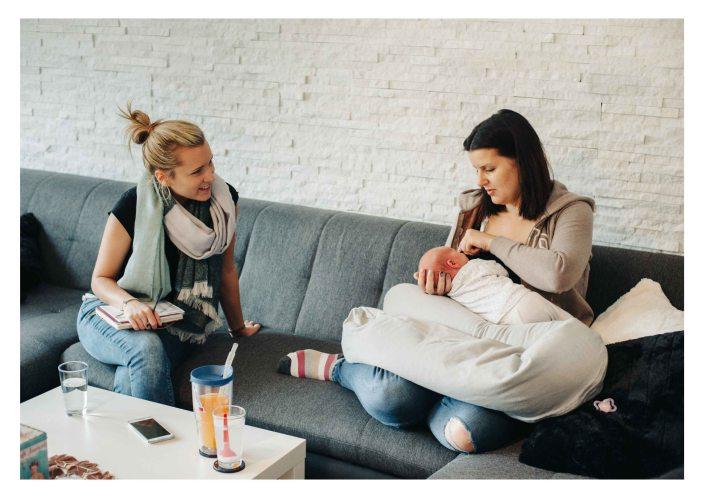 Midwife doing a home visite - The midwifery project - Hebammenprojekt - Projet sur les sages-femmes en Allemagne
