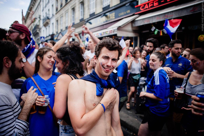 Château rouge, bleu royal, La France championne du monde paris 18e aussi | France world's champion, France 2018 Paris 18th