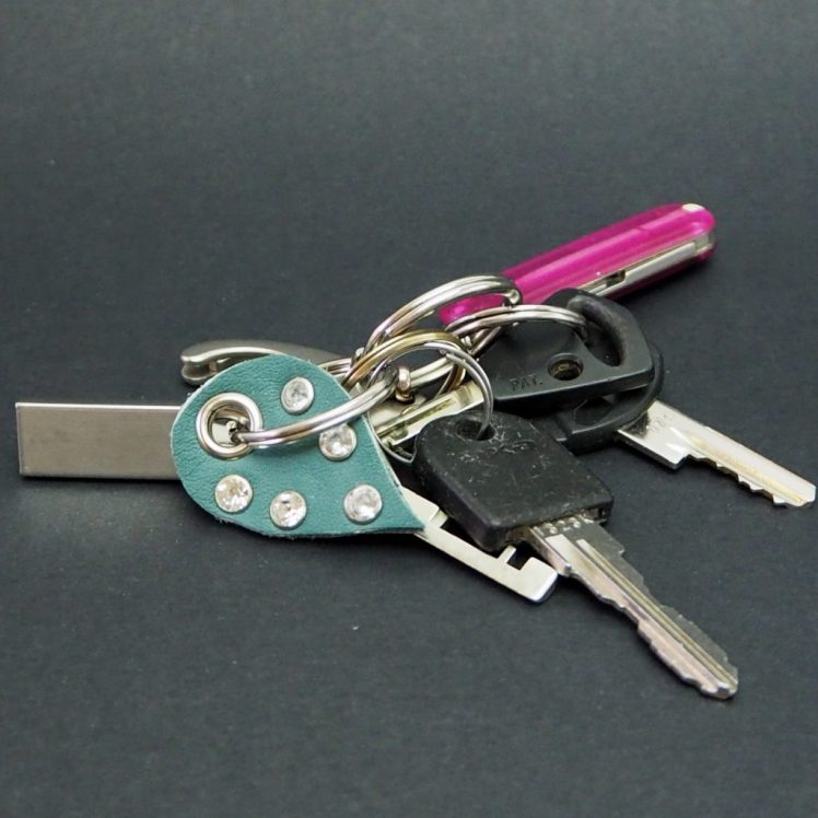 Nahka-niitti avaimenperä