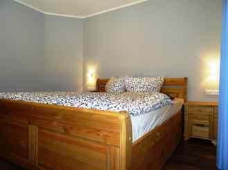 Schlafzimmer mit Doppelbett 180cm x 200cm