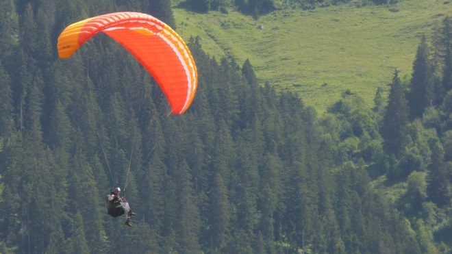A parapente flying near Les Diablerets