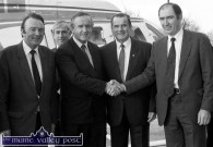 Castleisland Development Association chairman, Brian O'Connor (right) welcomes Minister for Industry and Commerce, Albert Reynolds, TD on touchdown on the mart yard. Included are from left: Senator Tom McEllistrim, Kieran McGowan, IDA and Denis Foley, TD. ©Photograph: John Reidy 15-11-1988