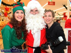 Róisín McCarthy pictured with Santa and Garvey's SuperValu in-store photographer, Barbara Podraza during the great man's recent visit to Castleisland. ©Photograph: John Reidy