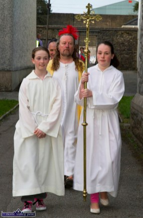 Paris McCarthy (left) and Siobhán O'Donoghue with Noel King leading the parade to the Church of Saints Stephen & John for the Good Friday Dramatisation of the Passion and Death of Christ by the Tralee based St. John's Parish Actors and Choir. ©Photograph: John Reidy 3-4-2015