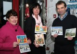 The late Nora Geaney at the launch of the 2009 collection of Christmas Cards with fellow Kerry Hospice Foundation members: Liz Galwey and Jack Shanahan, chairman.©Photograph: John Reidy 2-9-2009