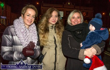 Castleisland Community College Principal Carmel Kelly supporting her carol choir students at the Castleisland Chamber Alliance street party with college pupil, Joanna Drozd and her mom Beata and brother Maciej. ©Photograph: John Reidy