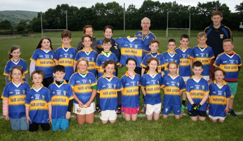 Cordal U-10s and club chairman, Maurice Costello being presented with their new Cordal jerseys by Mary Teresa McAuliffe Kelliher of Hair Affair, Castleisland with Cateriona Dennehy and Eamonn John O'Donoghue. Thanks to Mary Teresa on behalf of Cordal Coiste Na nÓg for her kind sponsorship.