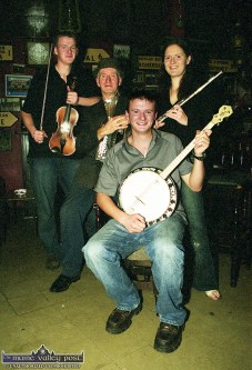 Jackie Dan Jerry O'Connor pictured with members of his family: daughter Mary with Joe (front) and Jerry at the 2002 RTÉ Radio 1 Céilí House recording in Brennan's Bar, Killarney Road. ©Photograph: John Reidy 10-11-2002