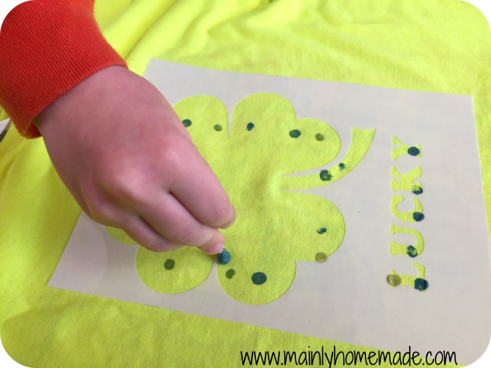 painting diy shamrock t-shirt
