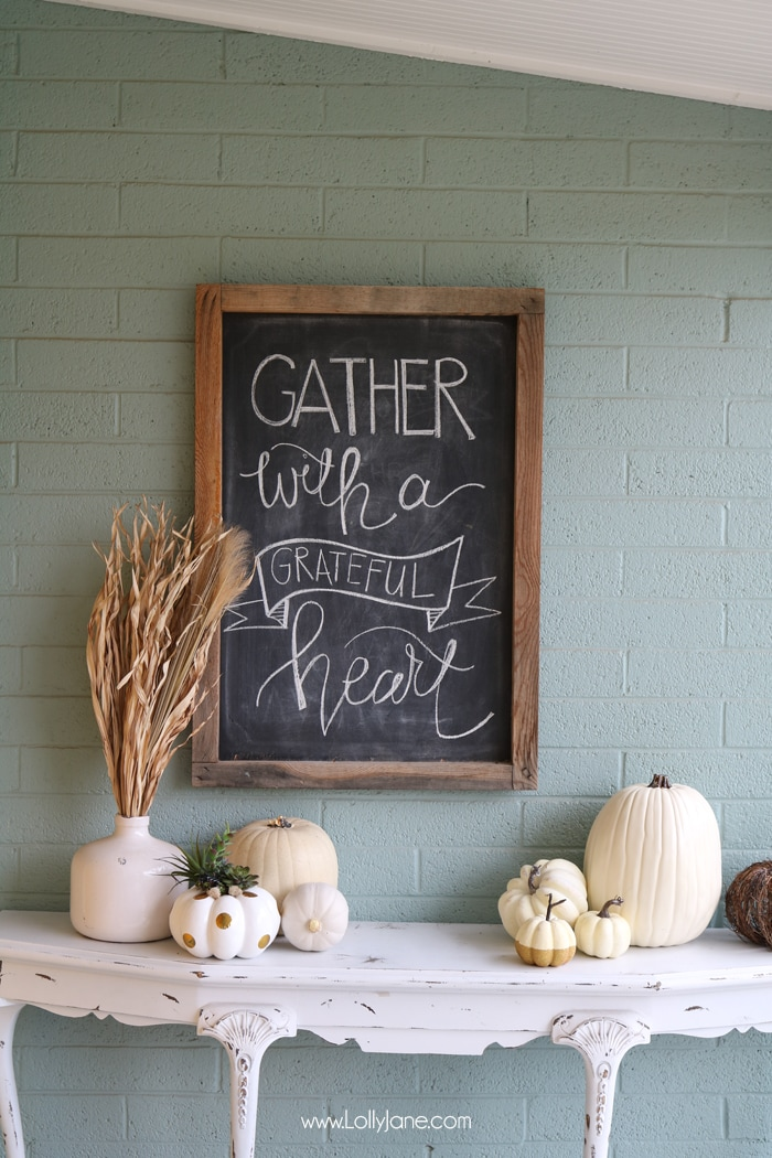 If you love cooler weather, broadcast your love with these simple fall decorating ideas. Your home will look elegant and festive with just a few touches.