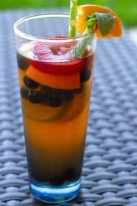 Sparkling tea cocktail full glass
