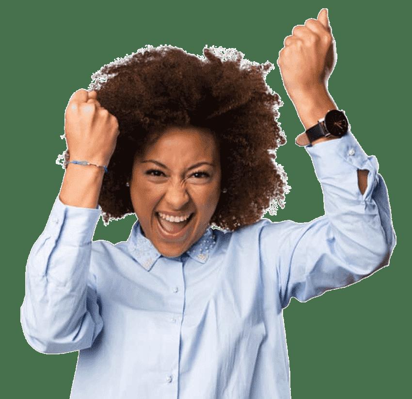 mulher-negra-comemorando