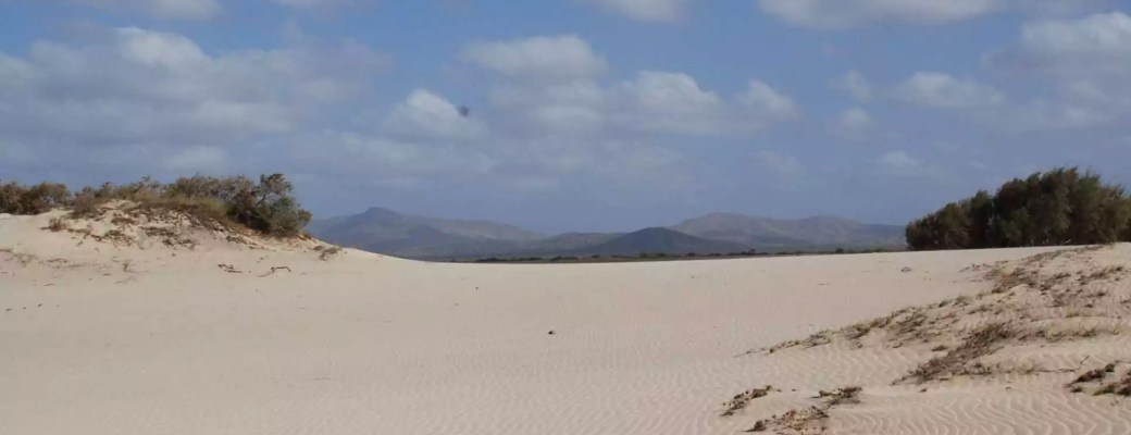 the-perfect-white-dunes-of-morrinho-bg