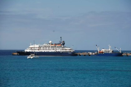 tourist-boats-and-ferry-docked-at-maio-harbour