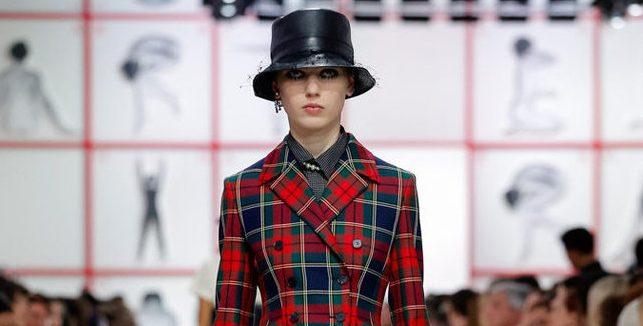 0795d4461a Nessun sarto francese ha amato la Gran Bretagna più di Christian Dior. Una  storia d'amore ravvivata questo martedì alla Paris Fashion Week dalla sua  erede ...
