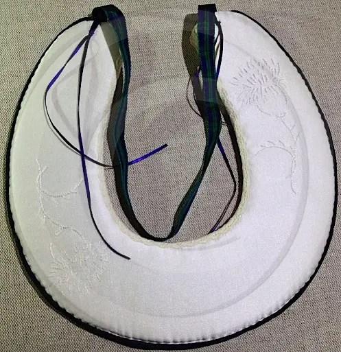 Horseshoe ring bearer with tartan trim